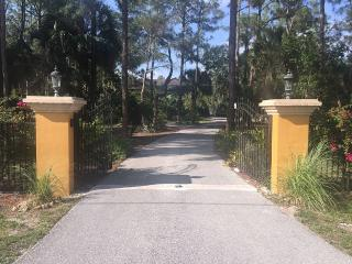 Serene Waterfalls, Garden, Privacy, Heated Pool, Naples
