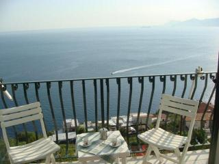 Appartment Capri - seaview to Capri and Positano, Praiano