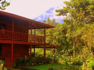Almendro House & Cabin in front of Arenal Volcano, La Fortuna de San Carlos