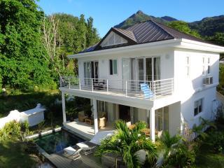 Luxury Villa Blanc beachfront Beau Vallon beach