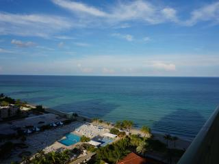 2080 LUXURY 2/2 OCEANFRONT ON 15FL, Hallandale Beach