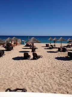 Cabanas [Blue Wave ] beach and bar 3minutes from villa