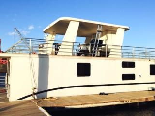 Huge Houseboat - Brand New - Roof Deck - Parking!, Boston