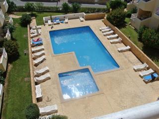 Beautiful 2 bedroom apt in Quinta da Amoreira - close to beach and Alvor village