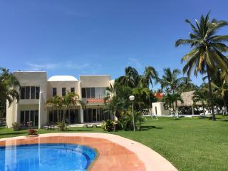 Moderna Villa en Acapulco Diamante, alberca privad