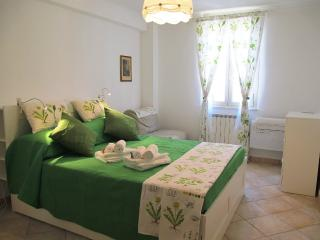 Green Room with double bed room and single sofa bed