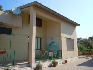 Trilocale piano terra in villa Arianna, Fontane Bianche