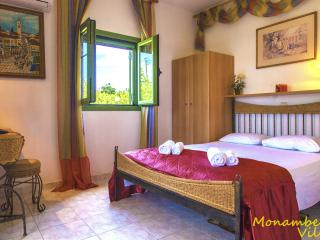 Villa MARY - Quiet Holiday House, Close to the Wo, Svoronata