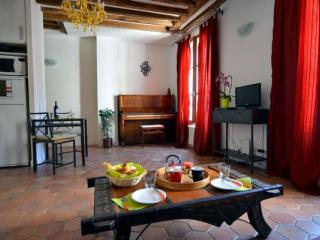 Cosy Latin Quarter apartment in 05eme - Quartier Latin with WiFi.