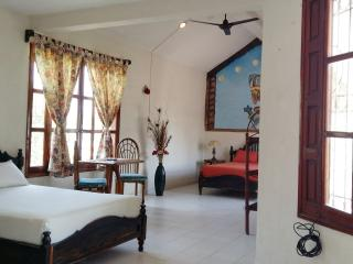 Casa de Piedra 2Bedroom 1bath W/ Air-conditioning, Tulum