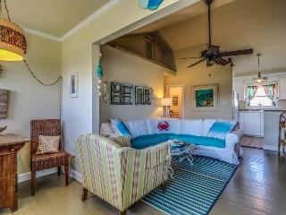 Pet-friendly beach home w/colorful interior - walk to sand!, Galveston