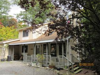 Enjoy the beautiful Poconos!!.. Come and stay in this country setting home