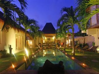 PALM TREE VILLA OBEROI, Legian