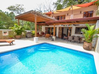 Tasteful luxury, surfers dream 3BR 9 person home, Nosara