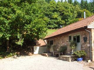 THE STABLE, romantic, woodburner, studio open plan, garden with hot tub/fire