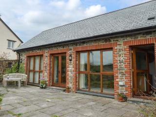 POUND COTTAGE, all ground floor, WiFi, wet room, pet-friendly cottage near