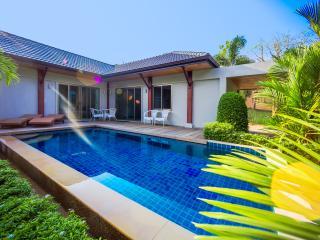 Villa Heni by TropicLook, Nai Harn