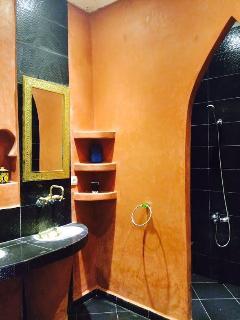 salle de bain ( double vasque +  grande douche )