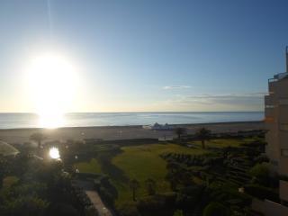 STUDIO CABINE à 50 Mètres de la plage VUE MER 4ème, Canet-Plage
