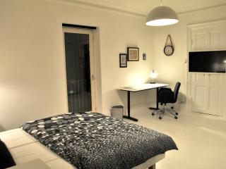 Bedroom with flat tv and desk
