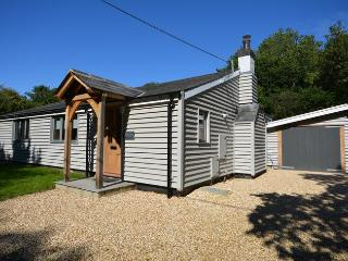 40047 Bungalow situated in Lymington (2mls SW)