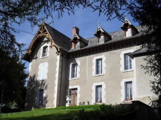Arfeuilles Chateau avec piscine privée, Allier