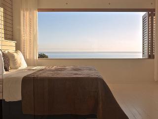 Mystical Green - 'Belmondo' bedroom, Santa Teresa