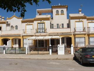 2 bedroom town house in quiet location facing west, Guardamar del Segura
