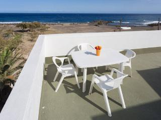 SEA FRONT TERRACE HOUSE SOCORRO – BEACH -  WIFI, Santa Cruz de Tenerife