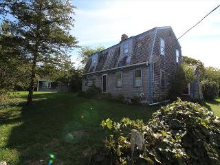 LOVELY KATAMA HOME LOCATED CLOSE TO BIKE PATH AND SOUTH BEACH, Edgartown