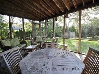 LOVELY KATAMA HOME LOCATED CLOSE TO BIKE PATH AND SOUTH BEACH