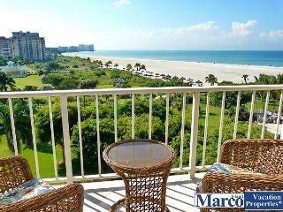 Beachfront condo wi/ sweeping views of Crescent Beach & spacious heated pool, Marco Island