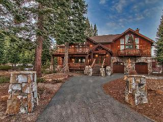 Ski Slope Way - Gorgeous Lodge-style 4 BR Luxury Home with Hot Tub