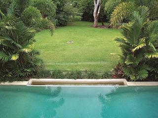 Villa Omaroo - Beachfront Mirage, Port Douglas
