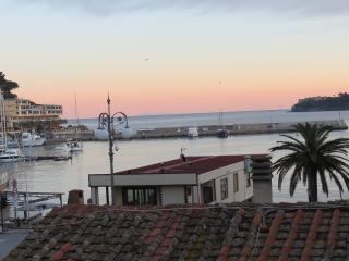 Vista mare sulla baia, 50 mt dalla spiaggia, Porto Azzurro
