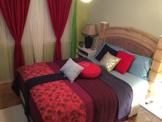 BnB Confy Clean Safe Queen Bed Shared Bhathroom, Franklin Park