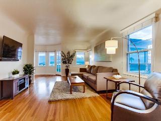 2BR Urban Luxury & Wraparound Views in Mission Hills, San Diego