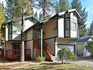 4BR South Tahoe House with Hot Tub & Sauna - Walk to the Beach!