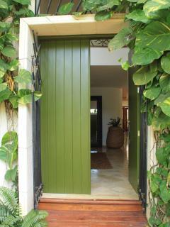 Puerta entrada a Las Piñas 13