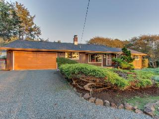 Cozy getaway close to beach w/partial ocean & sunset views and a huge yard!, Cannon Beach
