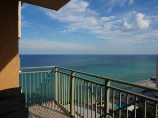 2080 LUXURY 2/2 OCEANFRONT ON 18FL, Hallandale Beach