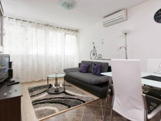 Apartment Stanić - HOME AWAY FROM HOME !, Split
