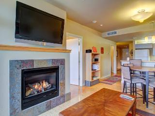 2nd-floor condo w/ shared pool & hot tub, near beach park!, Chelan