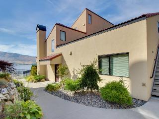 Ground-floor, lakefront condo - pools, hot tubs, dock, lake views, and more!, Chelan