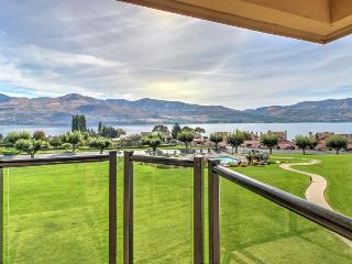 Spacious condo with lake views, pools, hot tub in a quiet community!, Chelan