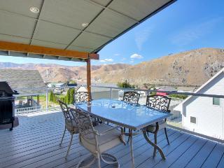 Wonderful, family-friendly home in Sun Cove w/shared pool!