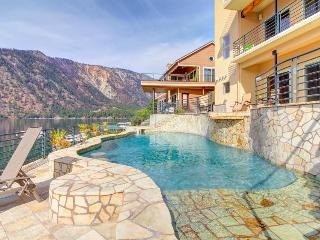 Spectacular lakeside home with private pool and hot tub - dogs welcome!, Manson