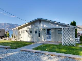 Lakeside home with room for seven, private dock!, Chelan