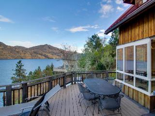 Private hot tub, dazzling Lake Chelan views!, Manson