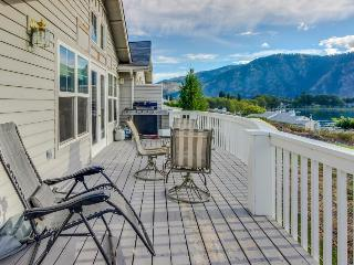 Casual getaway w/shared pool 2 blocks from Lake Chelan!, Manson
